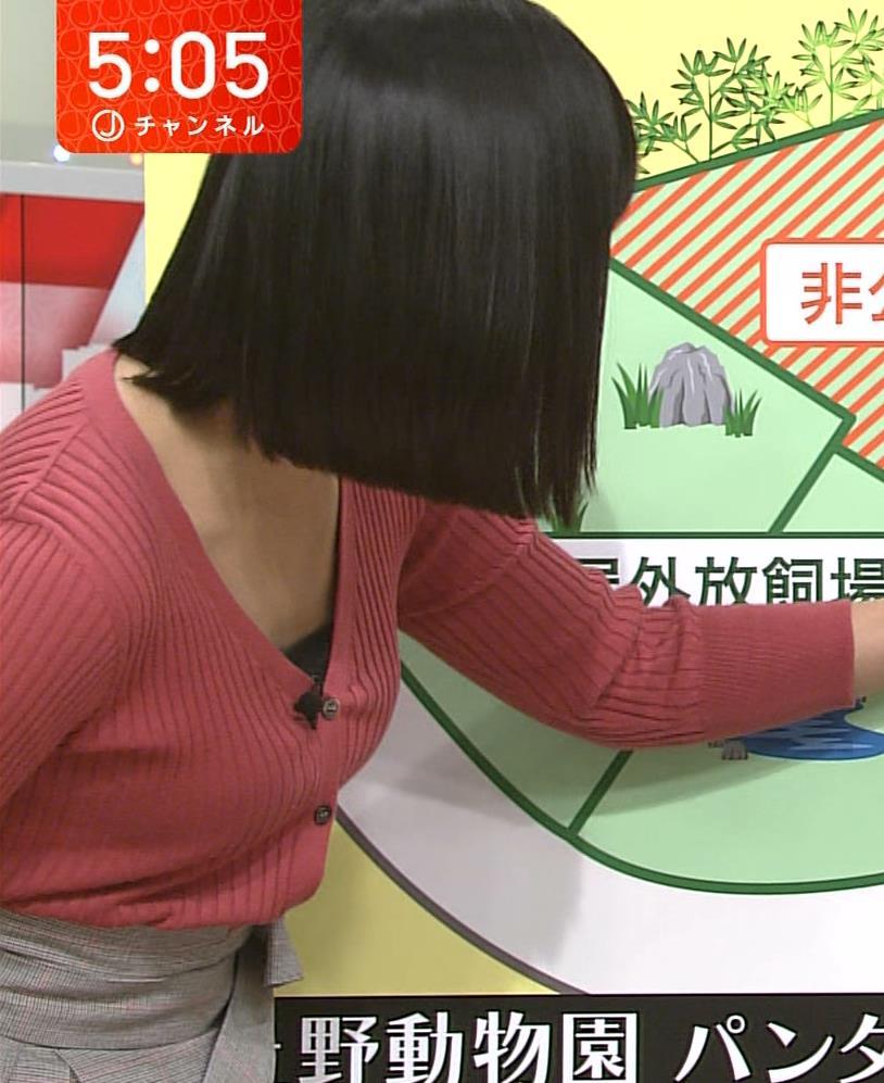 竹内由恵アナ デコルテ露出のエロいニットおっぱいキャプ・エロ画像