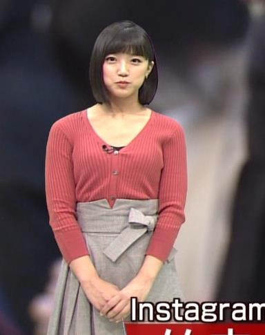 竹内由恵アナ デコルテ露出のエロいニットおっぱいキャプ・エロ画像2