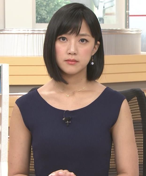 竹内由恵アナ ノースリーブのぴったりニットキャプ・エロ画像2