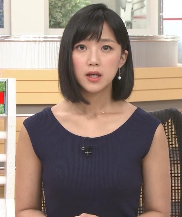 竹内由恵アナ ノースリーブのぴったりニットキャプ・エロ画像3