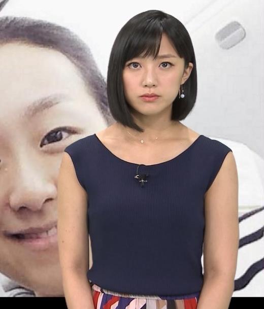 竹内由恵アナ ノースリーブのぴったりニットキャプ・エロ画像4