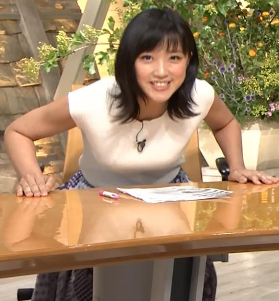 竹内由恵アナ ニット横乳♡♡キャプ・エロ画像5