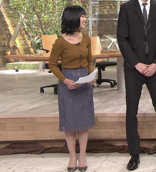 竹内由恵アナ 胸元がエロいキャプ・エロ画像