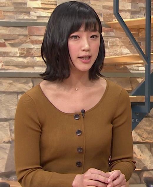 竹内由恵アナ 胸元がエロいキャプ・エロ画像3