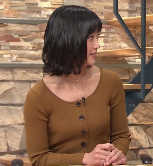 竹内由恵アナ 胸元がエロいキャプ・エロ画像4