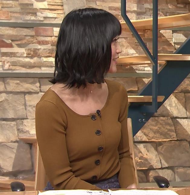 竹内由恵アナ 胸元がエロいキャプ・エロ画像5