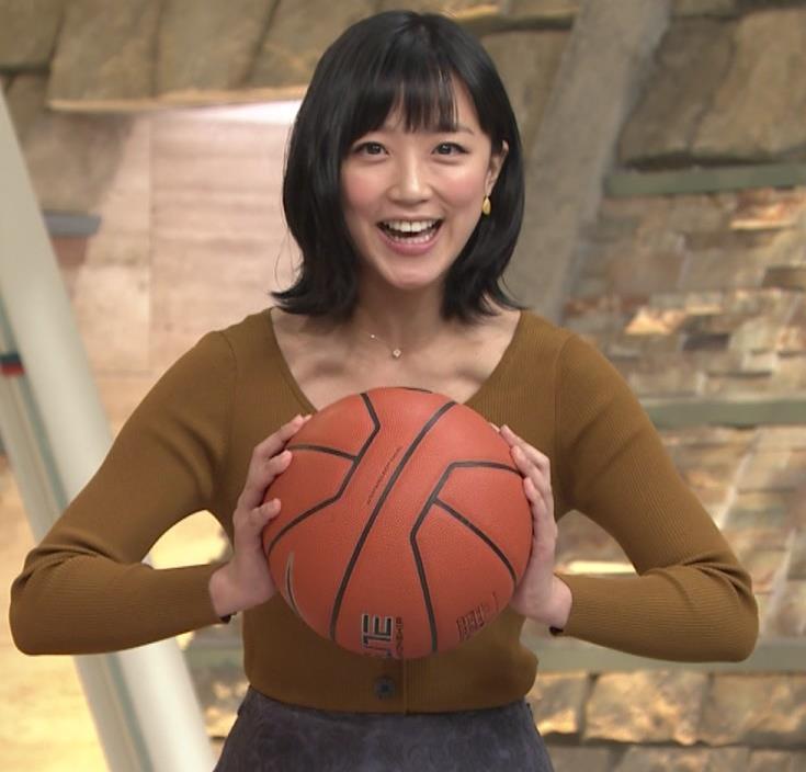 竹内由恵アナ 胸元がエロいキャプ・エロ画像7