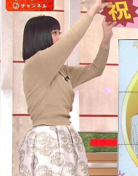 竹内由恵アナ 胸元露出しすぎてるキャプ・エロ画像4