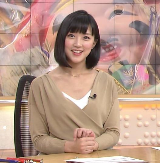 竹内由恵アナ 胸元露出しすぎてるキャプ・エロ画像9