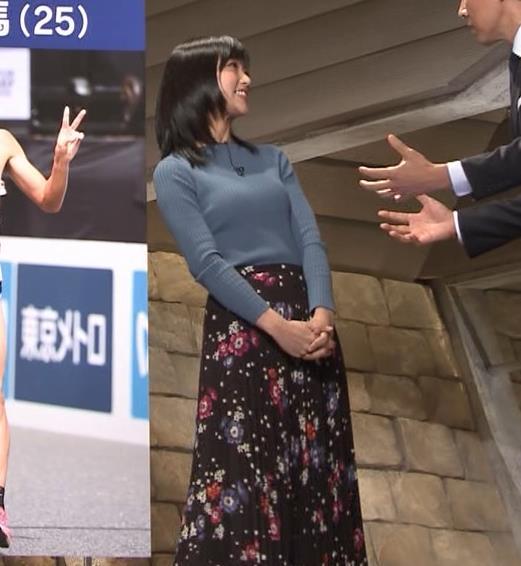 竹内由恵アナ 微乳を腕で寄せてるキャプ・エロ画像11