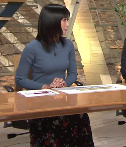 竹内由恵アナ 微乳を腕で寄せてるキャプ・エロ画像5