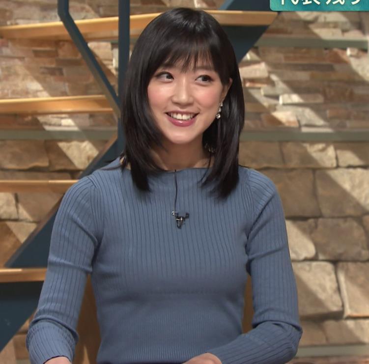 竹内由恵アナ 微乳を腕で寄せてるキャプ・エロ画像7