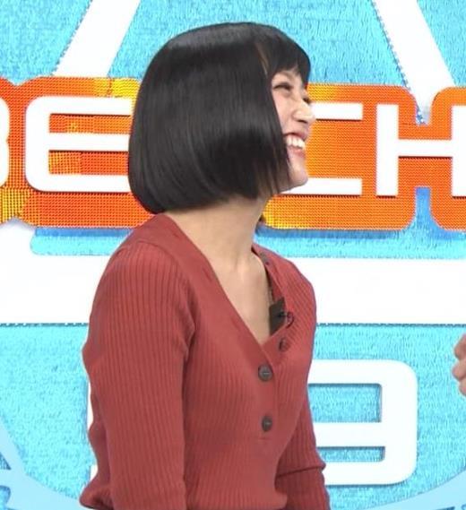 竹内由恵 Vネックの胸元チラチラキャプ画像(エロ・アイコラ画像)