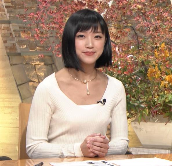 竹内由恵アナ 胸元大胆露出キャプ・エロ画像7