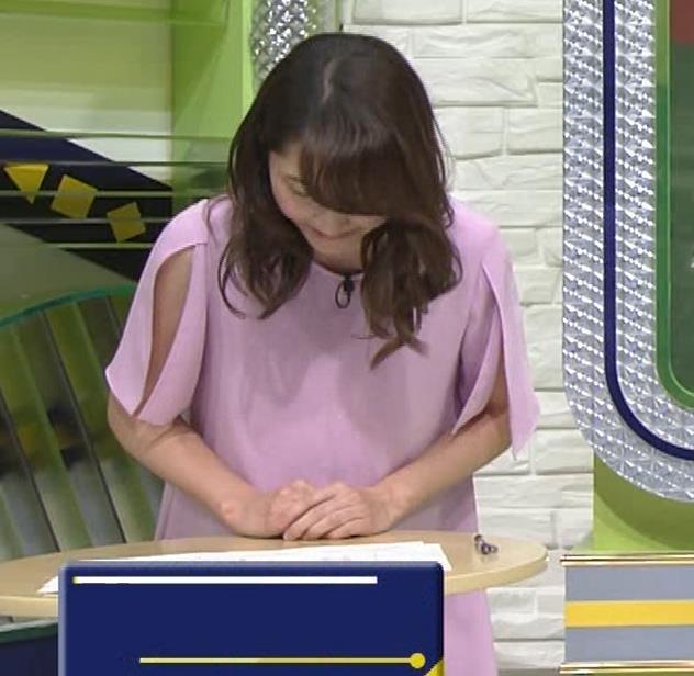 竹崎由佳アナ 変なスリットから見える腕キャプ・エロ画像2