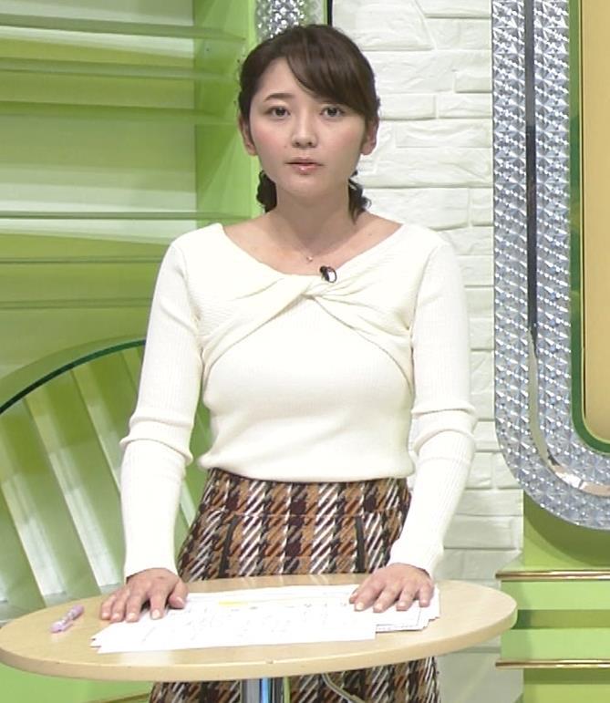 竹崎由佳アナ 白いニットの乳キャプ・エロ画像