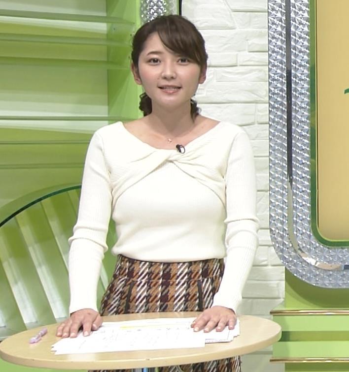 竹崎由佳アナ 白いニットの乳キャプ・エロ画像4