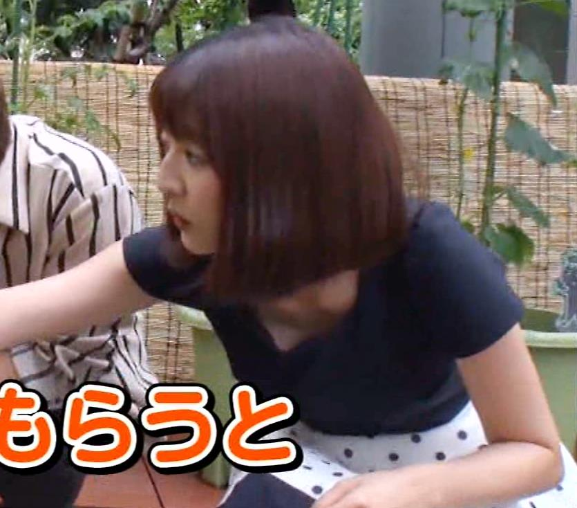 滝菜月アナ またまた大胆に胸チラ!!キャプ・エロ画像2