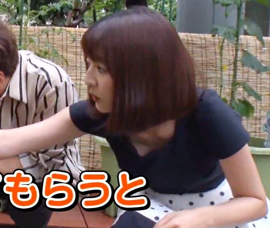 滝菜月アナ またまた大胆に胸チラ!!キャプ・エロ画像6