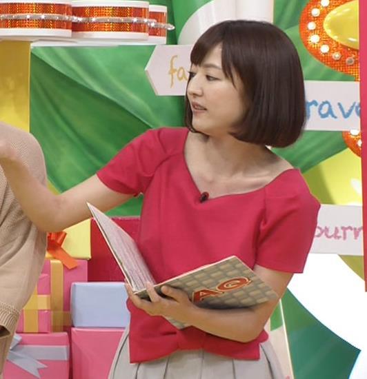滝菜月アナ 胸の大きさがなんとなくわかる服キャプ・エロ画像11