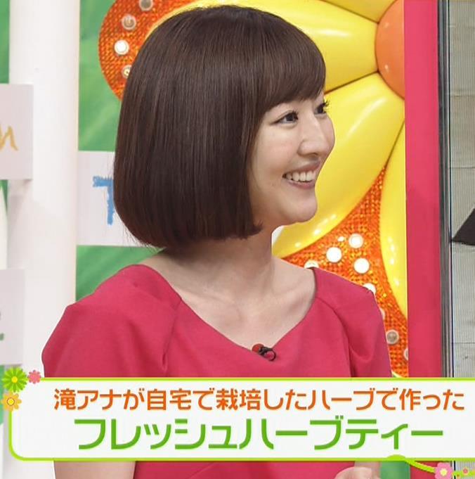 滝菜月アナ 胸の大きさがなんとなくわかる服キャプ・エロ画像12