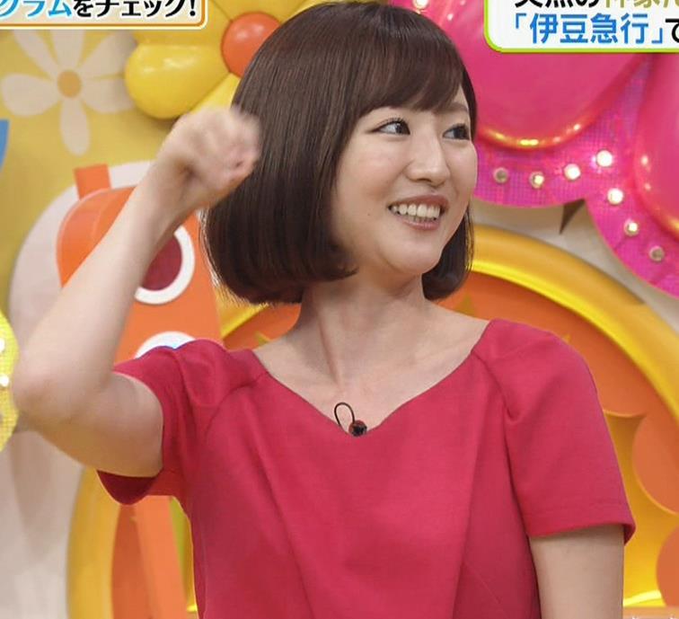 滝菜月アナ 胸の大きさがなんとなくわかる服キャプ・エロ画像14