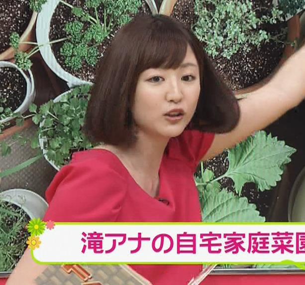 滝菜月アナ 胸の大きさがなんとなくわかる服キャプ・エロ画像9