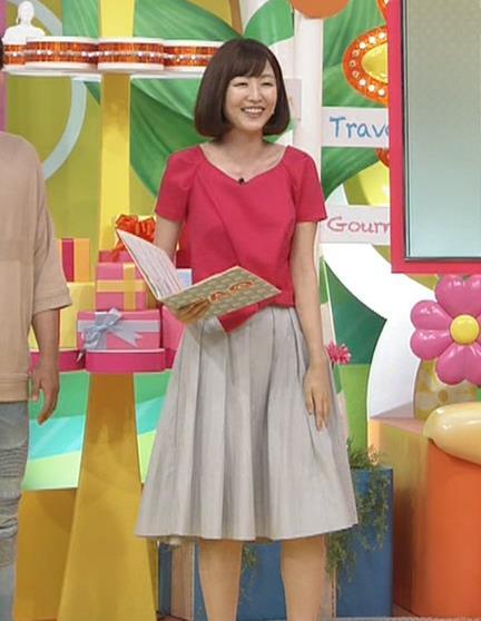 滝菜月アナ 胸の大きさがなんとなくわかる服キャプ・エロ画像10