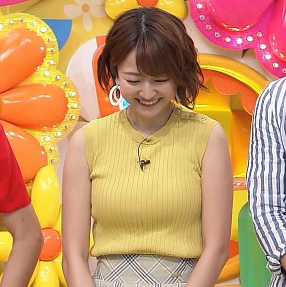 滝菜月アナ ピチピチ衣装でおっぱいアピールキャプ・エロ画像2