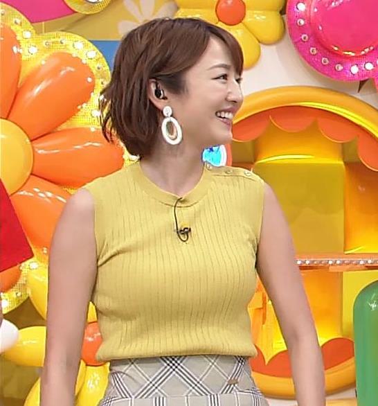 滝菜月アナ ピチピチ衣装でおっぱいアピールキャプ・エロ画像5
