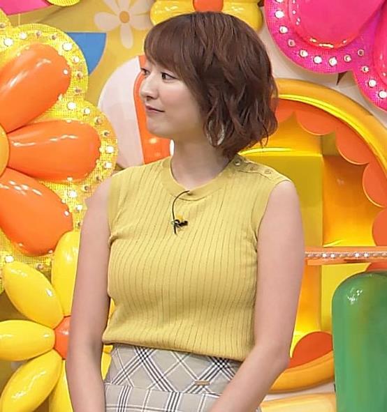 滝菜月アナ ピチピチ衣装でおっぱいアピールキャプ・エロ画像6