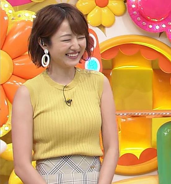 滝菜月アナ ピチピチ衣装でおっぱいアピールキャプ・エロ画像7