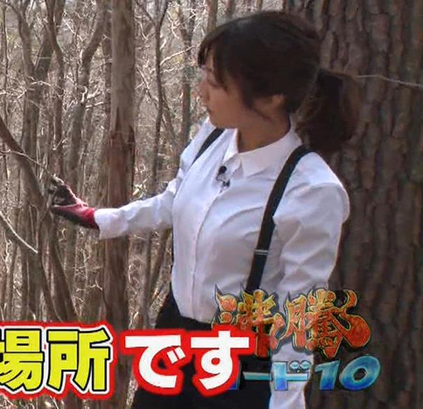 滝菜月アナ シャツおっぱい&お尻キャプ・エロ画像15