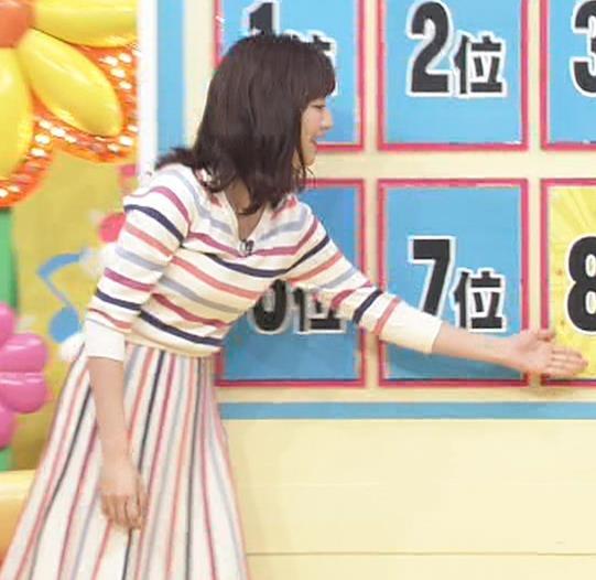 滝菜月アナ シャツおっぱい&お尻キャプ・エロ画像3
