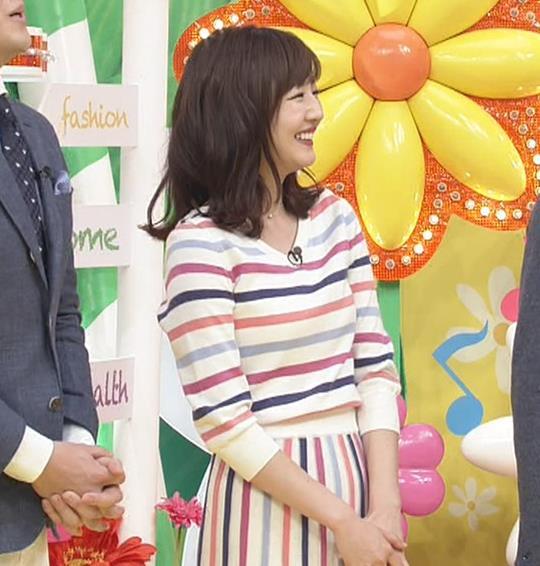 滝菜月アナ シャツおっぱい&お尻キャプ・エロ画像8