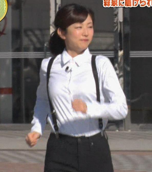滝菜月アナ シャツおっぱい&お尻キャプ・エロ画像9