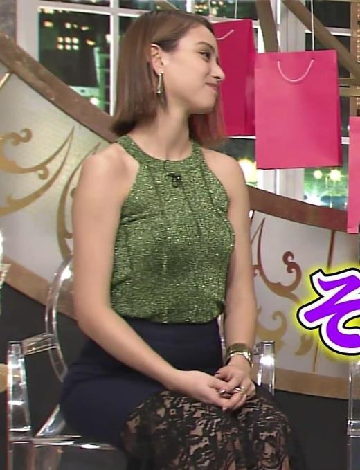 滝沢カレン TVでエロいカラダを見せてくれるキャプ画像(エロ・アイコラ画像)