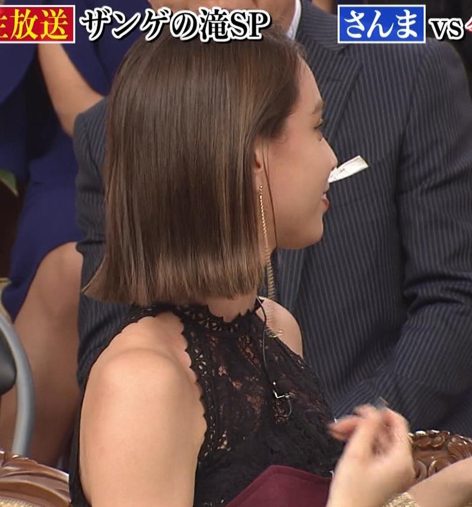 滝沢カレン 自らスカートをめくって中が見えるGIF動画キャプ・エロ画像6