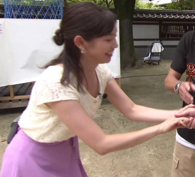 田中瞳アナ ほぼパンチラキャプ・エロ画像2