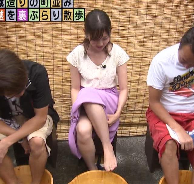 田中瞳アナ ほぼパンチラキャプ・エロ画像3