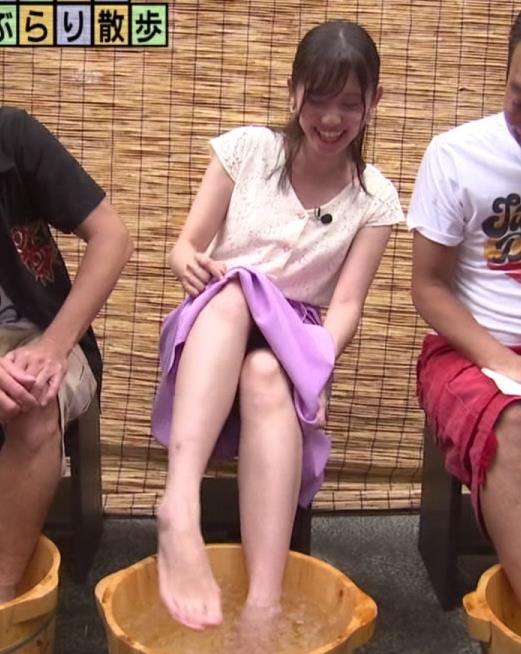 田中瞳アナ ほぼパンチラキャプ・エロ画像5