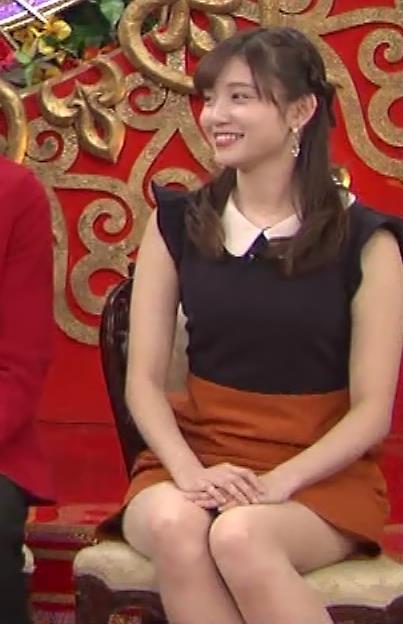 田中瞳 パンツ見えそうなミニスカキャプ・エロ画像