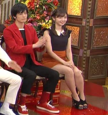 田中瞳 パンツ見えそうなミニスカキャプ・エロ画像5