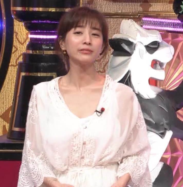 田中みな実 胸元がゆるゆるの服キャプ・エロ画像3