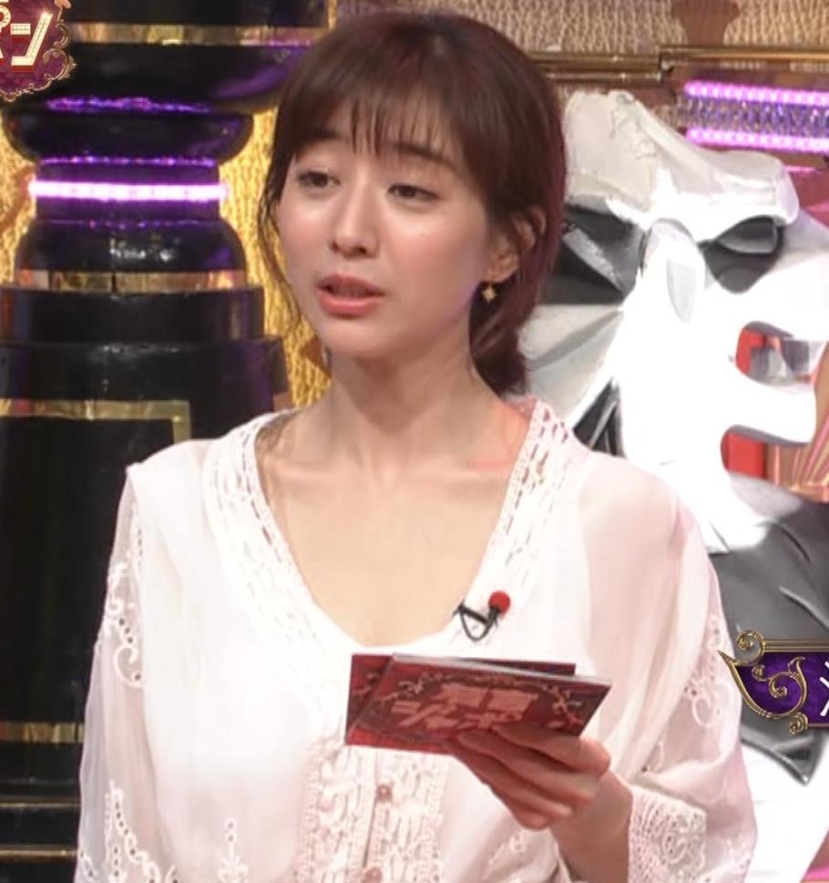 田中みな実 胸元がゆるゆるの服キャプ・エロ画像4