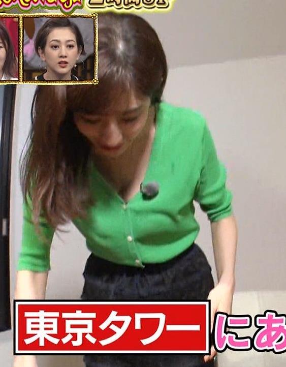 田中みな実 胸元緩くて抜ける胸チラ連発!キャプ・エロ画像12