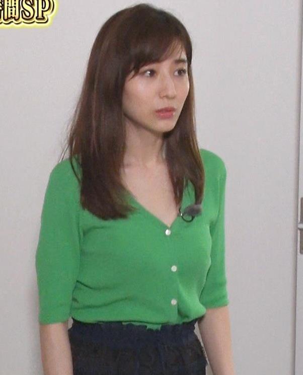 田中みな実 胸元緩くて抜ける胸チラ連発!キャプ・エロ画像15
