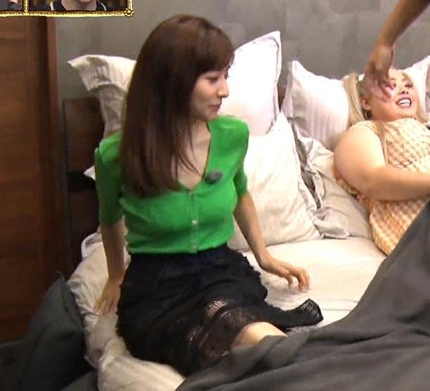 田中みな実 胸元緩くて抜ける胸チラ連発!キャプ・エロ画像8