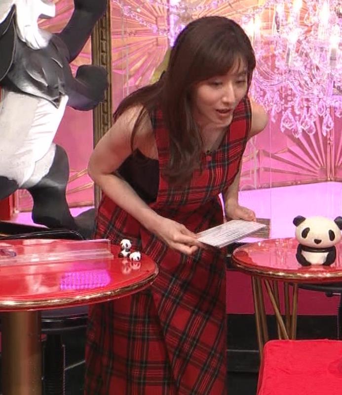 田中みな実 胸エロ衣装キャプ・エロ画像2