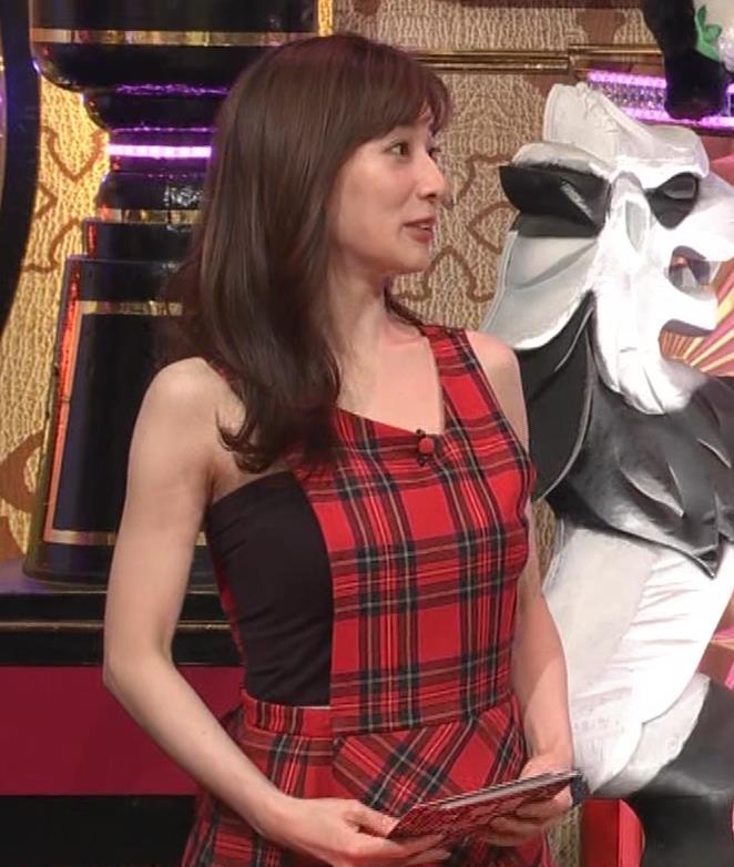 田中みな実 胸エロ衣装キャプ・エロ画像8